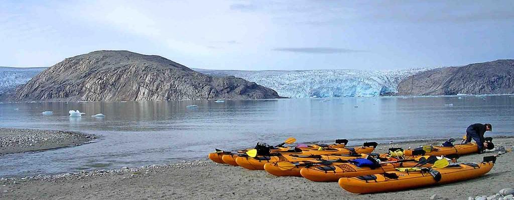 kayak en groenlandia, 15 días qaleraliq frente glaciar y playa